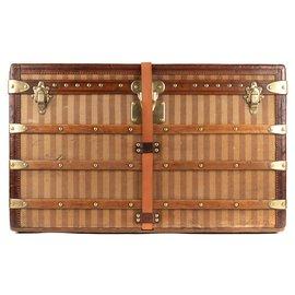 Louis Vuitton-Superbe Malle Courrier Louis Vuitton vintage en toilé rayée 1880/1890, parfaite pour décoration intérieure-Marron