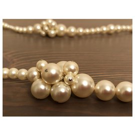 Chanel-Noble long necklace Chanel-Eggshell