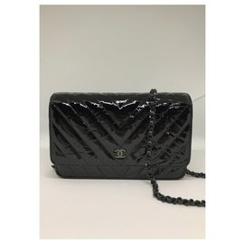 Chanel-Wallet on chaine Chanel-Noir