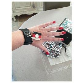Gucci-Belles montres-Noir