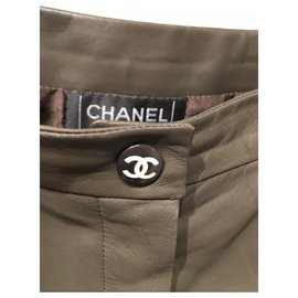 Chanel-Un pantalon, leggings-Kaki