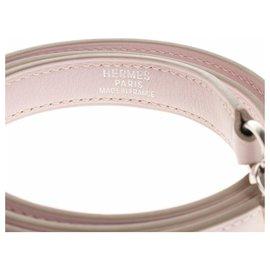 Hermès-Bandoulière Hermès en cuir swift couleur rose Sakura, garniture en métal palladié argenté-Rose