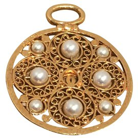Chanel-Pendant necklaces-White,Golden