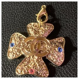 Chanel-Chanel Pendant in Gold Plated hammered in the shape of a Clover-Golden