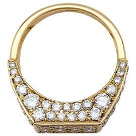 Cartier-Bague Cartier chevalière en or jaune et diamants.-Autre