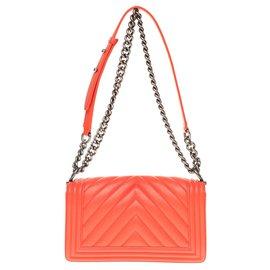 Chanel-Chanel Boy old medium handbag (25cm) coral chevron quilted leather, Aged silver metal trim-Coral