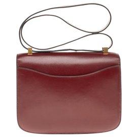Hermès-Hermès Constance 23 en cuir box bordeaux, garniture en métal plaqué or en très bon état-Bordeaux
