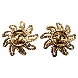 Chanel-Boucles d'oreilles clips Chanel Vintage Sun Tone Motif Soleil CC-Doré