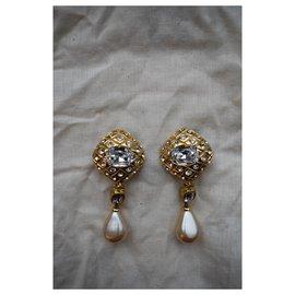 Chanel-Boucles d'oreilles clips Chanel Vintage en strass doré Faux Pearl Drop-Doré