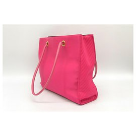Yves Saint Laurent-Yves Saint Laurent Schultertasche aus Nylon-Pink