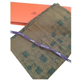 Hermès-Features and forms-Khaki,Olive green,Dark grey