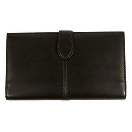 Longchamp-Longchamp Black Leather Trifold Wallet Card ID Slots Zipper Compart Never Worn-Black