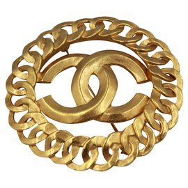 Chanel-Vintage Chanel broche, double « C » in Gold metal.-Golden