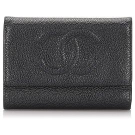 Chanel-Portefeuille à trois volets Chanel en cuir caviar noir-Noir