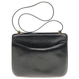 Hermès-Hermès Constance 23 en cuir box noir, garniture en métal plaqué or en très bon état-Noir
