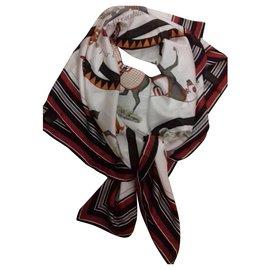 Hermès-Foulards de soie-Autre