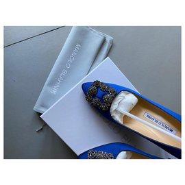 Manolo Blahnik-Satin Pointed-Toe Pumps-Blue