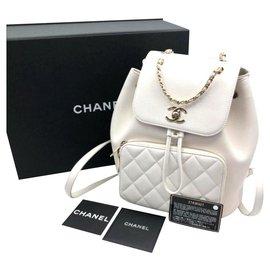 Chanel-Sac à dos Chanel en caviar blanc avec garniture en or clair-Blanc