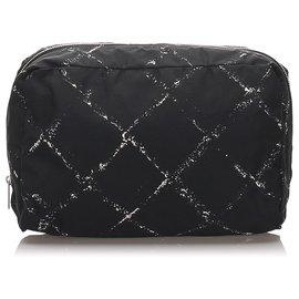 Chanel-Pochette de voyage Chanel en nylon noir-Noir