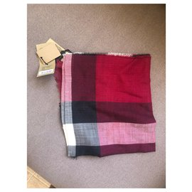 Burberry-Brand new Burberry silk scarf-Red