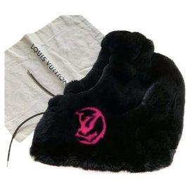 Louis Vuitton-Hats-Black
