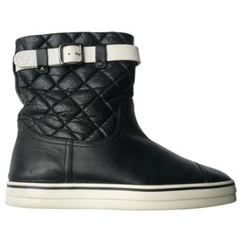Chanel-CHANEL Black leather boots Perfect condition super comfort T38,5-Black