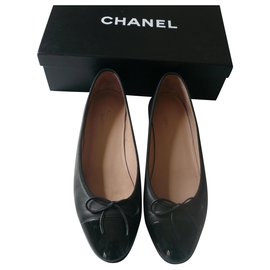 Chanel-CHANEL Black leather ballerinas with patent leather tips very good condition T39C UNIFORM-Black