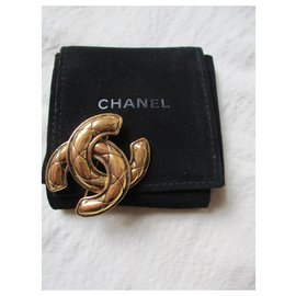 Chanel-Quilted brooch.-Golden