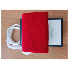 Gucci-Portefeuille Velvet GG Marmont On Chain rouge-Rouge