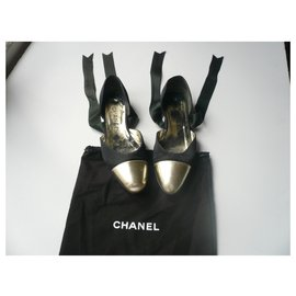 Chanel-CHANEL Ballerinas black fabric and gold leather T36,5-Black