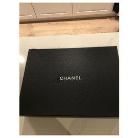 Chanel-Stiefel-Blau