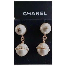 Chanel-Superb Chanel earrings in slightly golden metal and 2 fake pearls + small pearls-White