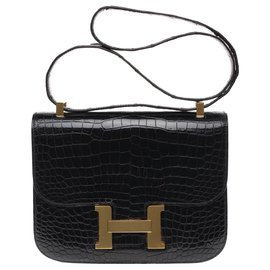 Hermès-Exceptional Hermès Constance 23 in black Porosus Crocodile, gold plated metal trim-Black