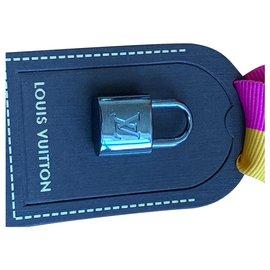 Louis Vuitton-Charmes de sac-Argenté