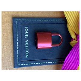 Louis Vuitton-Charmes de sac-Rouge