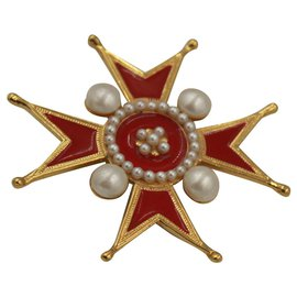 Chanel-Chanel broche in gold metal, red enamel and fake pearl-Red