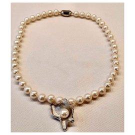 Autre Marque-Superbe Collier en Perles véritables +Pendentif au centre du collier, en forme d'huître perlière-Blanc cassé