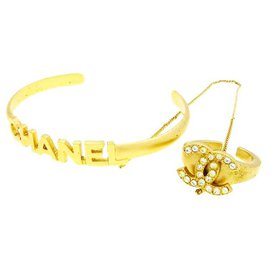 Chanel-Rare Gold Plated Logo Bangle with Chain Attached CC Crystal Ring-Golden