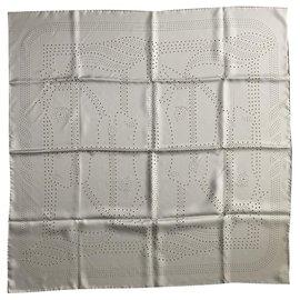 Hermès-Schals-Grau