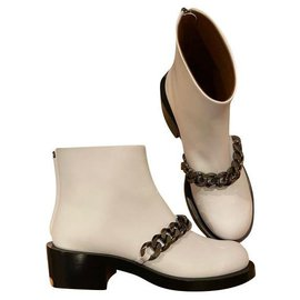 Givenchy-iconic chain boots-White