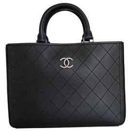 Chanel-Magnificent large Chanel black shopping bag-Black
