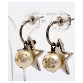 Chanel-Beautiful and rare Chanel Earrings from 2006-Eggshell
