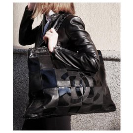 Chanel-large CC logo bag-Black