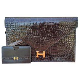Hermès-Hermès Sac à main Lydie en crocodile shiny Marron et porte carte assorti-Marron foncé