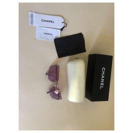 Chanel-Sonnenbrille-Lila