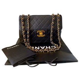 Chanel-100% Authentic Chanel Vintage Black Lambskin Jumbo Classic Flap Bag-Black