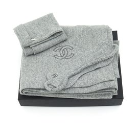 Chanel-GRAY CASHMERE TRAVEL SET-Grey