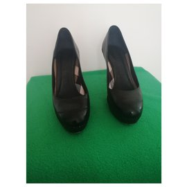 Burberry-Heels-Black