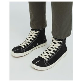 Maison Martin Margiela-High top Tabi sneakers-Black