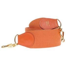 Hermès-Bandoulière Hermès modèle sport en toile et cuir orange, garniture en métal doré pour sacs Hermès-Orange